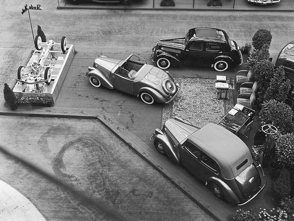 el-352-koda-popular-en-el-salon-del-automovil-de-paris-de-1937