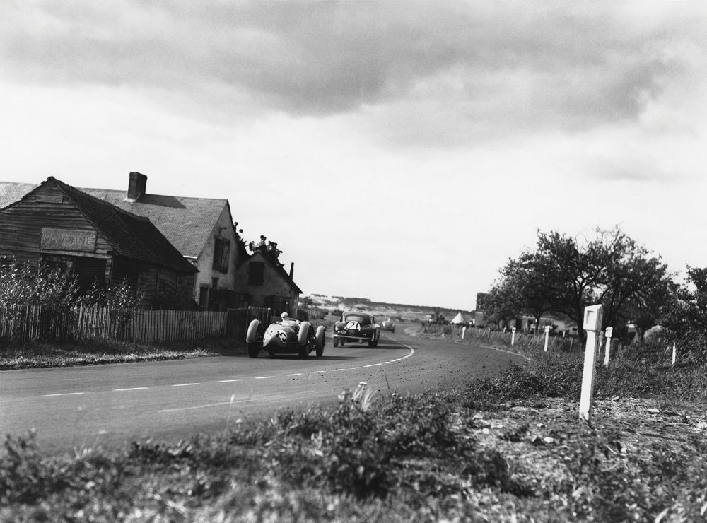 Le Mans, France. 24th - 25th June 1950. Louis Rosier/Jean-Louis Rosier (Talbot Lago T26 GS), 1st position, chases Charles Brackenbury/Reg Parnell (Aston Martin DB2), 6th position, action. World Copyright: LAT Photographic. Ref: Autocar Glass Plate C27262.