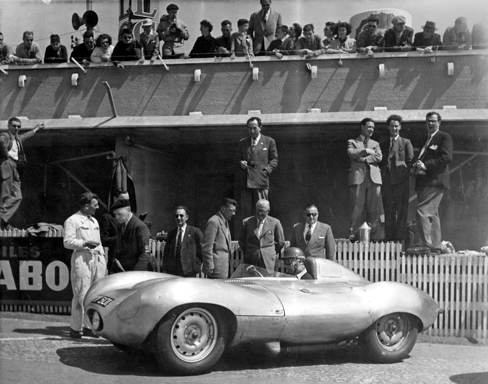 858312_1954 Le Mans Test XKD401 Tony Rolt in first D-type
