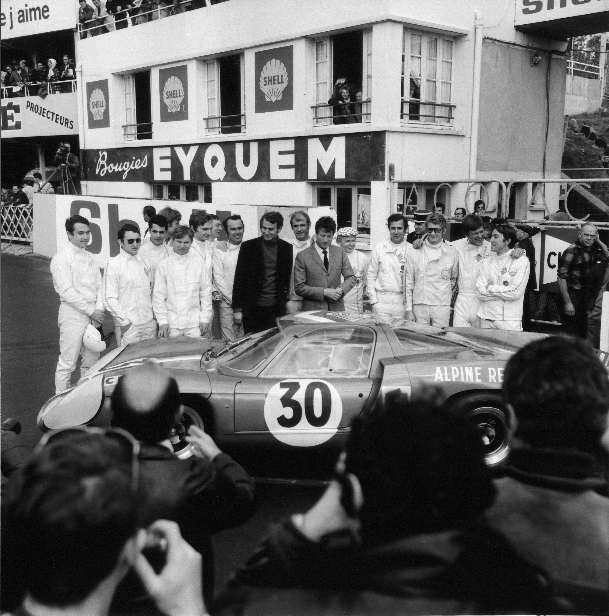 Jean Redele and drivers with Alpine A220 - 1968
