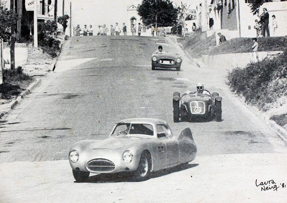 Enrique Michael y Lory Barra con Ferrari creo que en San Pedro