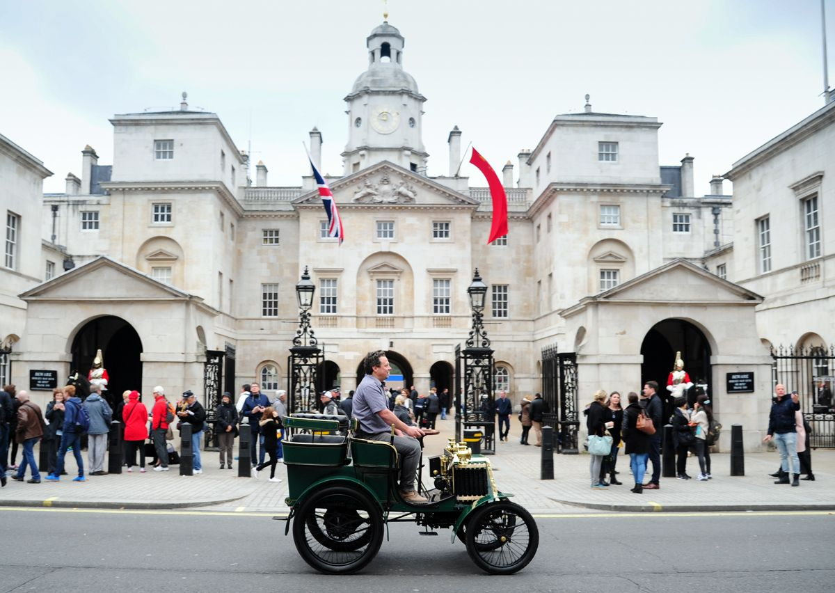 1276474_renault-returns-to-the-bonhams-london-to-brighton-veteran-car-run-for-2016-101016-3