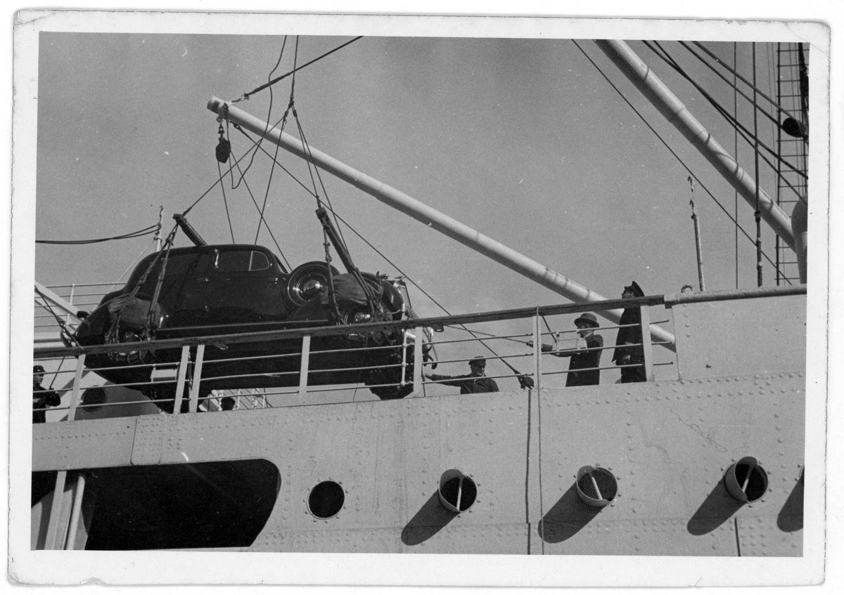 packard-bajando-del-barco-a