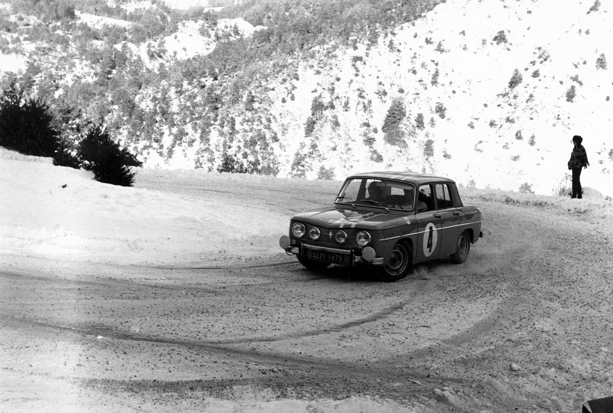 1322001_RENAULT ENTERS FOUR RENAULT 8 GORDINIS IN THE 2017 RALLYE MONTE-CARLO HISTORIQUE 15h00 250117 (2)