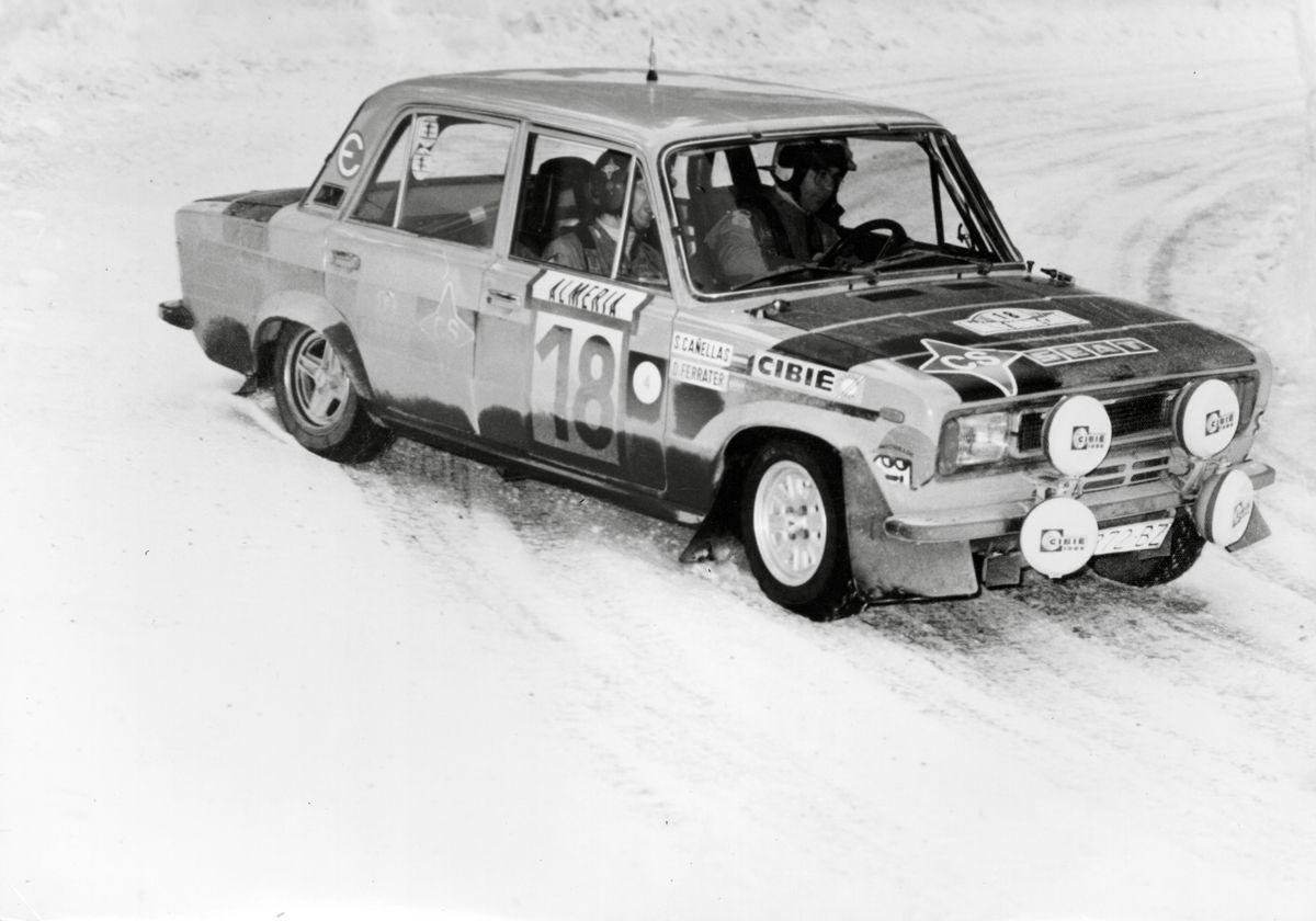 16.Salvador-Caellas-y-Daniel-Ferrater-SEAT-124-Especial-1800-grupo-4-en-el-Rallye-Monte-Carlo-de-1977