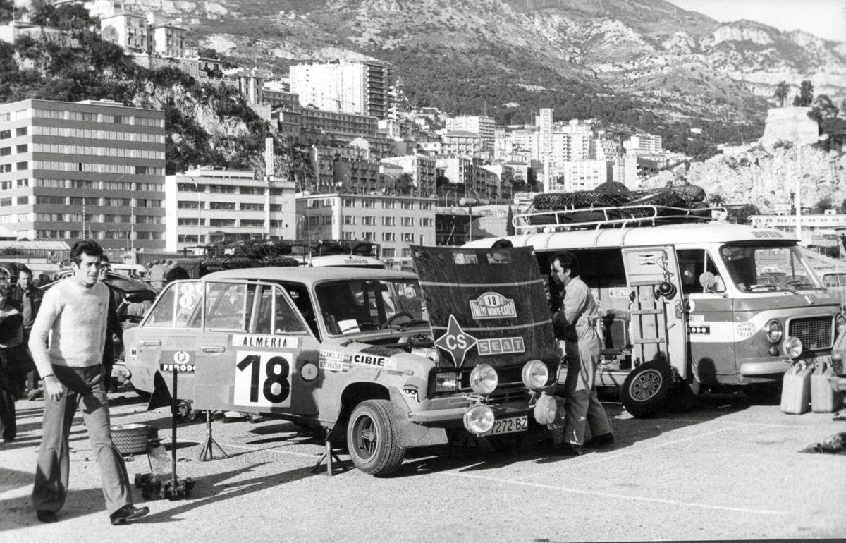 20.-Imagen-de-la-asistencia-del-equipo-SEAT-en-el-Monte-Carlo-de-1977