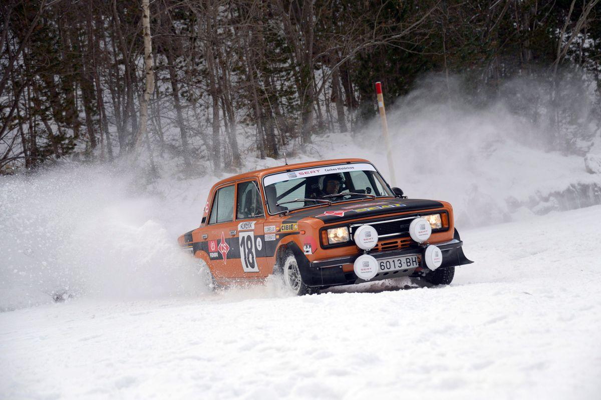 6.El-SEAT-124-Especial-1800-grupo-4-en-accin-sobre-la-nieve