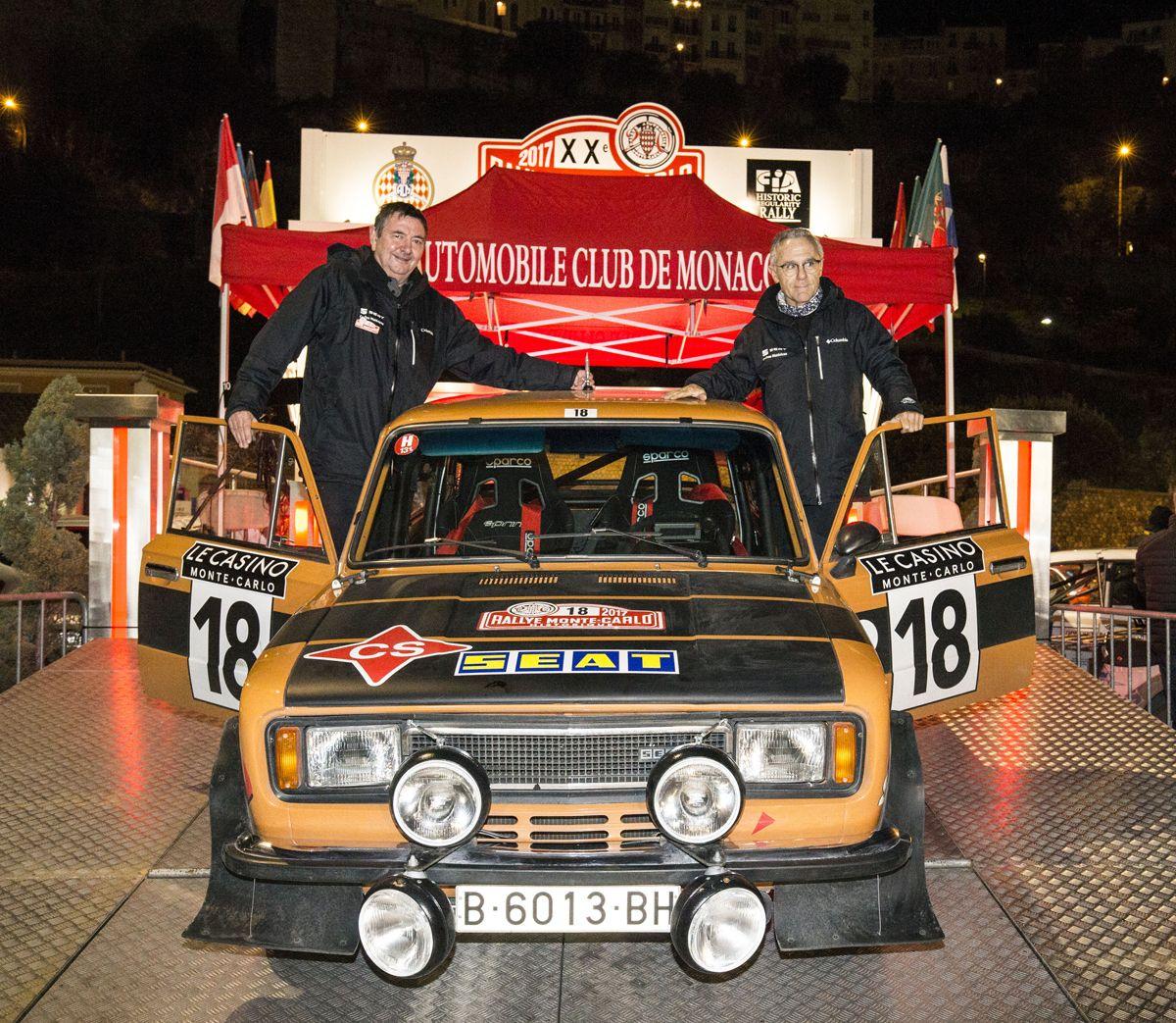 1.Salvador-Caellas-derecha-y-Daniel-Ferrater-izquierda-en-el-podio-de-llegada-de-Mnaco-con-el-124-Especial-grupo-4-de-SEAT-Coches-Histricos