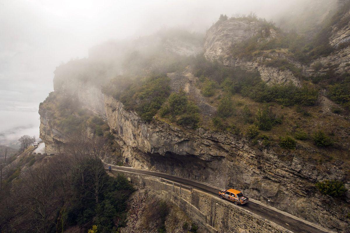 7.Bonita-imagen-del-SEAT-124-Especial-grupo-4-en-uno-de-los-tramos-del-Monte-Carlo-Histrico