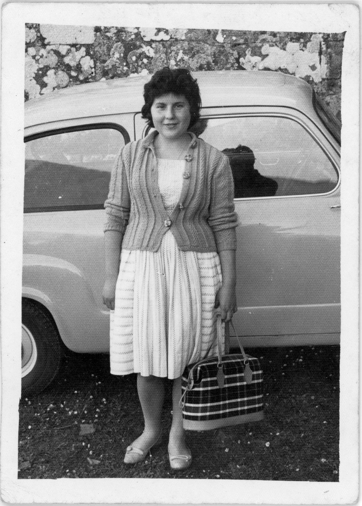 Seat 600 A mi abuelita con cariño Mary 18-06-61