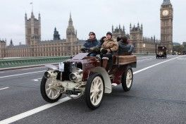 2011 NOVEMBER, LONDON, WESTMINSTER: NICK MASON, drummer of Pink Floyd, drives his Veteran car over Westminster Bridge, participating in the London to Brighton Veteran Car Run, the oldest car endurance run in the world.  Ref:144 VCR144 DS6670 1901 Panhard et Levassor Roi-des-Belges 4CYL 24HP Ten Tenths Limited Gloucestershire Mr Nick Mason. Image Credit: Sally Bliss/Sussex Sport Photography.com