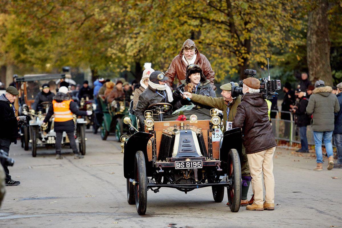 1383754_Renault leaves Hyde Park on the Bonhams Veteran Car Run