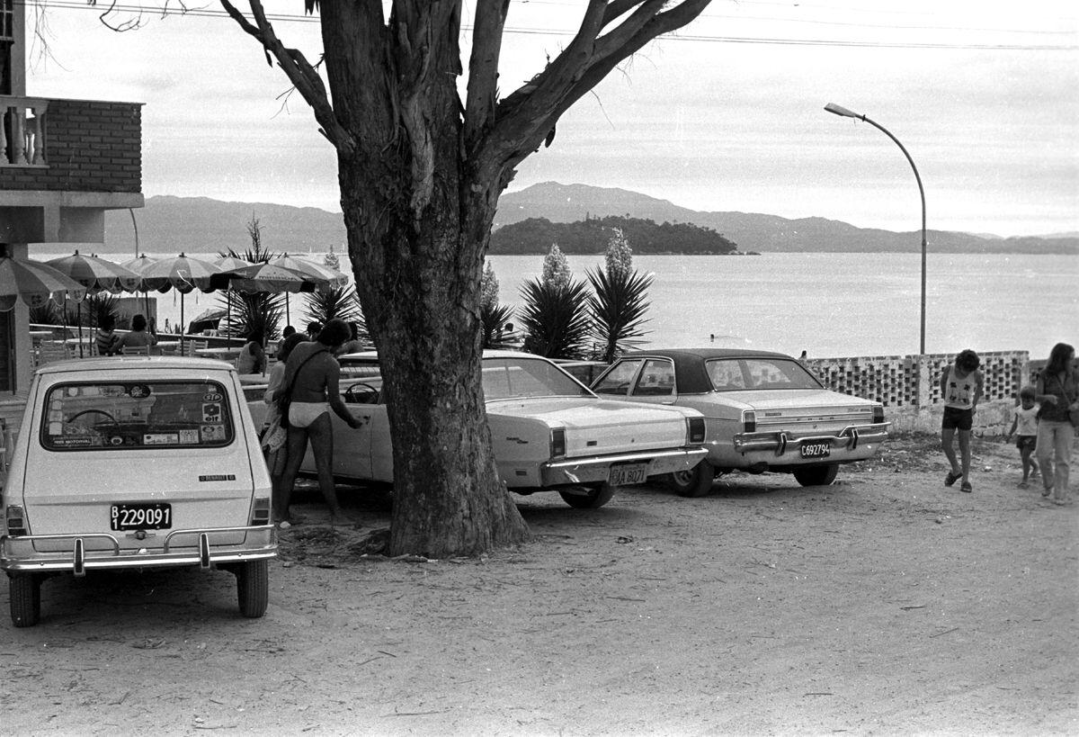 Santa Catarina - Florian—polis - 05/01/1979 - Turistas argentinos na Ilha de Santa Catarina - Foto Arquivo / Agncia O Globo - Negativo : 79-268