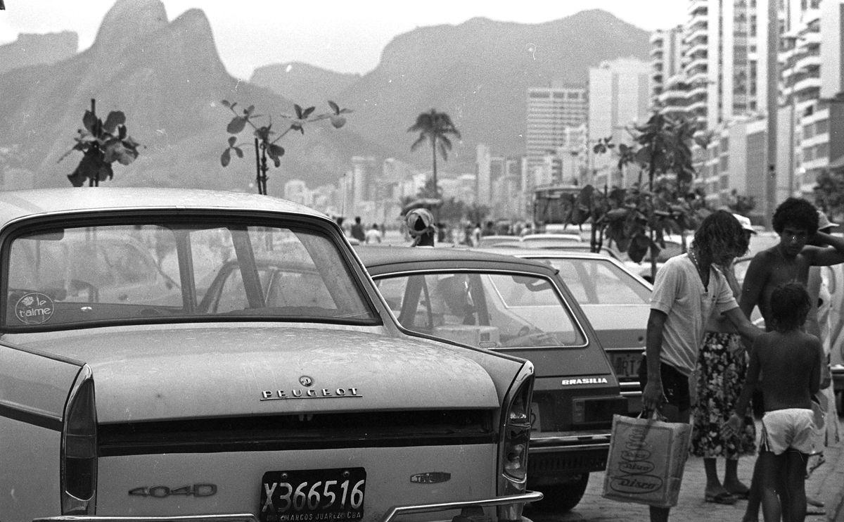Rio de Janeiro (RJ) - 27/01/1979 - Turismo - RJ - Turista - Carro de turista argentino na Avenida Vieira Souto - Praia de Ipanema - Logradouro Ipanema - Ve'culo - autom—vel - Foto Ricardo Beliel / Agncia O Globo - Negativo: 79-1227