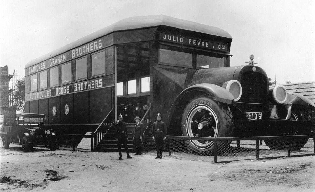 Salón del Automóvil 1925: al fondo hay lugar