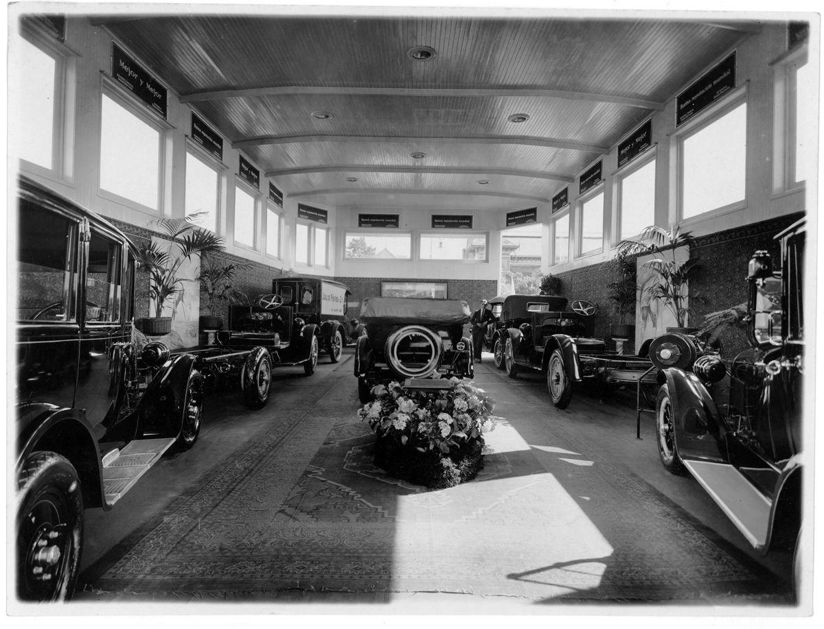 Graham y Dodge Stand interior_VIII Salon del Automovil_Fotografia HW Curtis Garay 494_Buenos Aires_Argentina