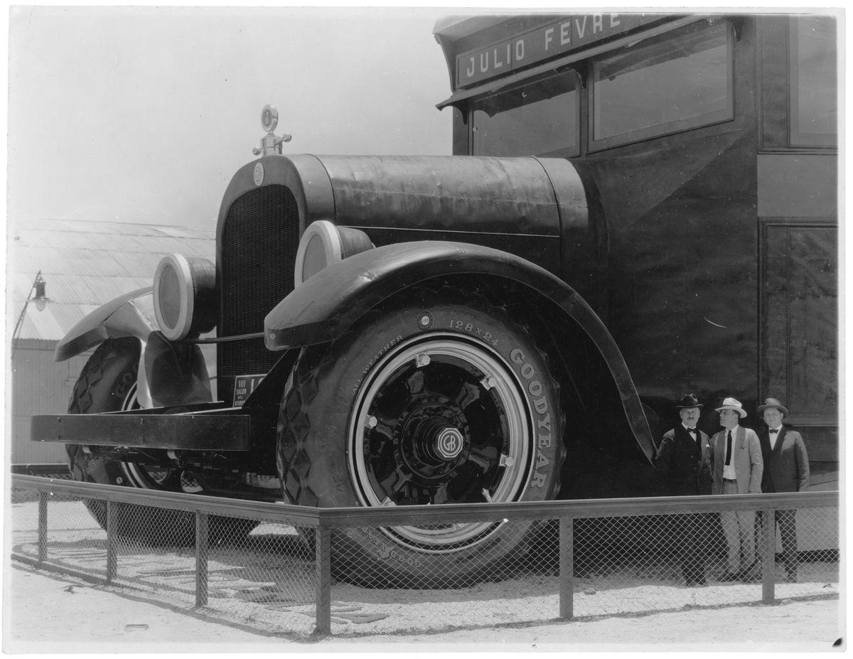 Graham y Dodge Stand trompa y escala_VIII Salon del Automovil_Fotografia HW Curtis Garay 494_Buenos Aires_Argentina