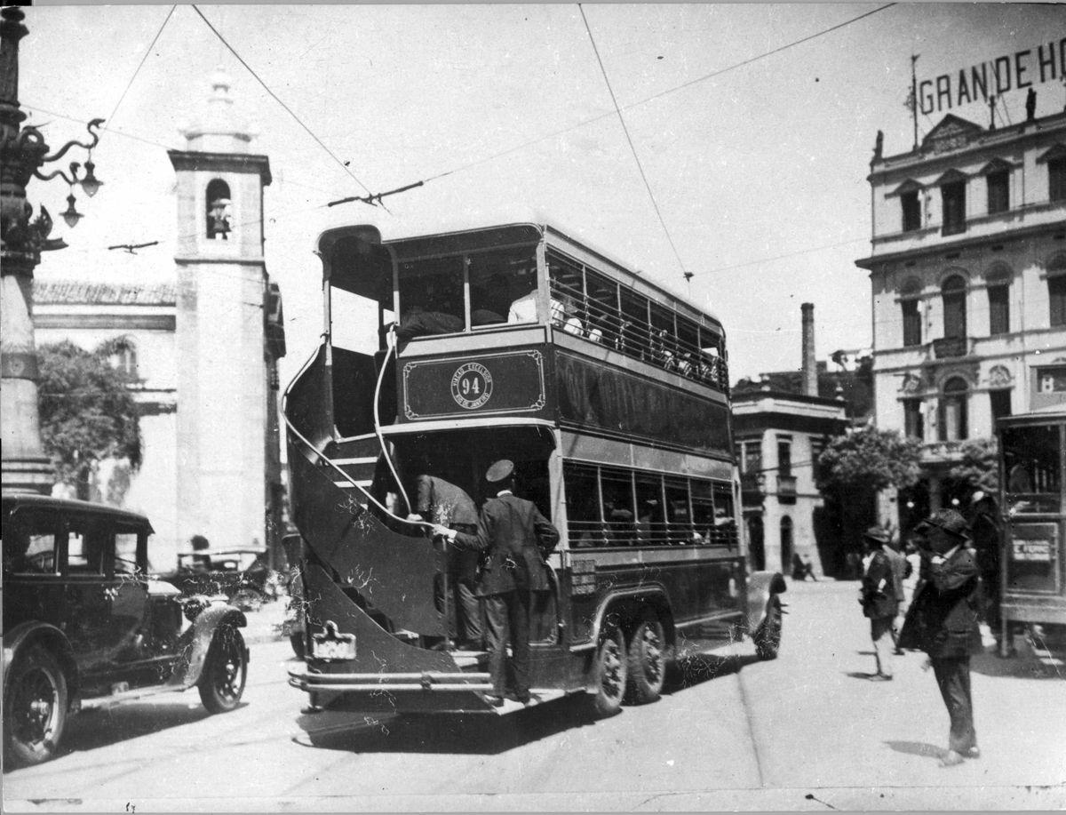 ri - 25/04/2008 ™nibus apelidado de chopp duplo circulando na Lapa no Rio em 1928. Foto : Acervo Fotogrˆfico da Light/ Divulga‹o
