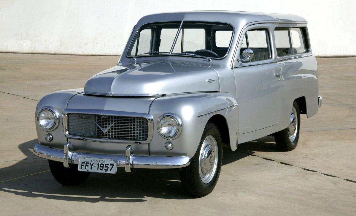 """05/11/2007 - Jason Vogel - E Mail - CA - Volvo PV445 Carbrasa, modelo que foi montado no Brasil em 1957. A caminhonete fez parete da exposi‹o """"Carro do Brasil"""", realizada em Bras'lia."""