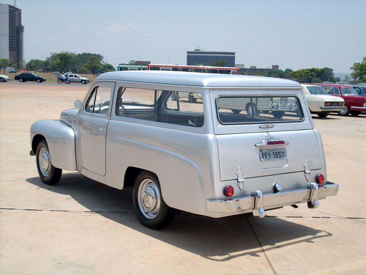 """05.11.2007 - Jason Vogel - CA - Volvo PV445 Carbrasa, modelo que foi montado no Brasil em 1957. A caminhonete fez parete da exposi‹o """"Carro do Brasil"""", realizada em Bras'lia."""