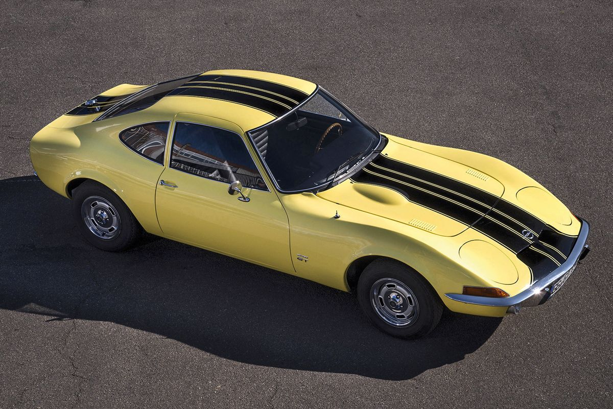 ai???Coke Bottle Shapeai???: The design of the Opel GT is reminiscent of the shape of the classic Coca Cola bottle.