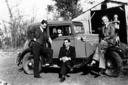 Ford A Victoria con grupo_Argentina