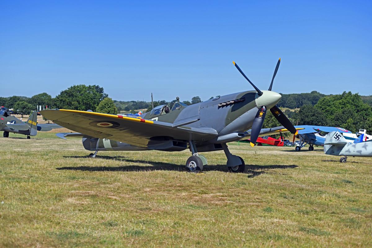 1581753_Spitfire MK XI airfield