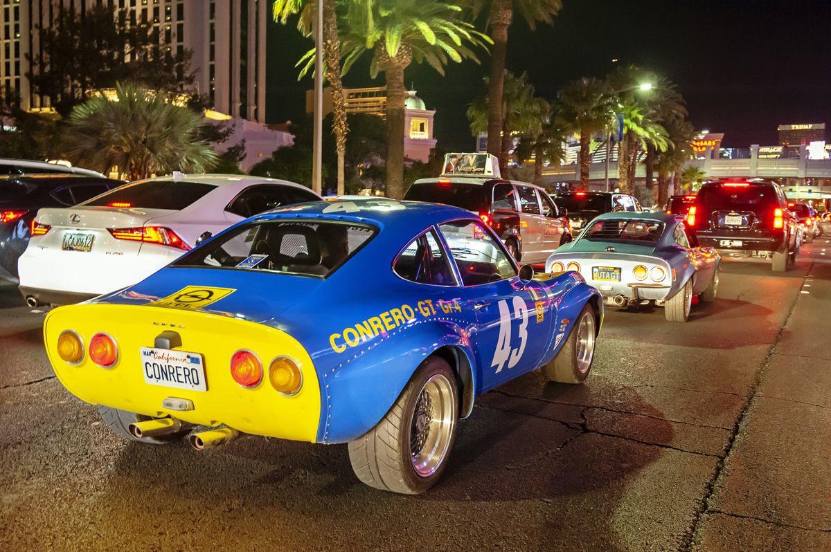 USA-Tour anlässlich des 50. Opel-GT-Geburtstages, Mai 2018. Opel GT auf dem nächtlichen Strip in Las Vegas.