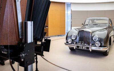 Los Bentley posan para las polaroids más grandes del mundo