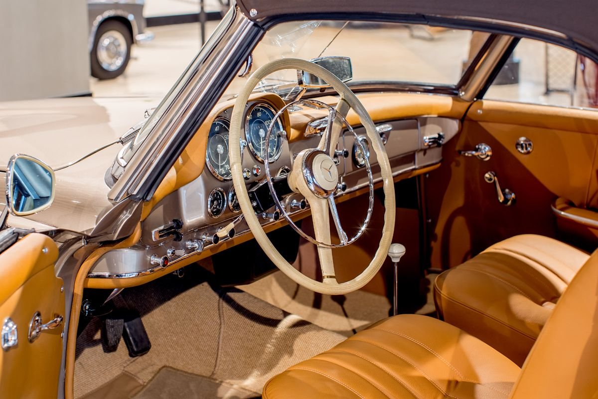 8-W121Type190SLROADSTER INTERIOR