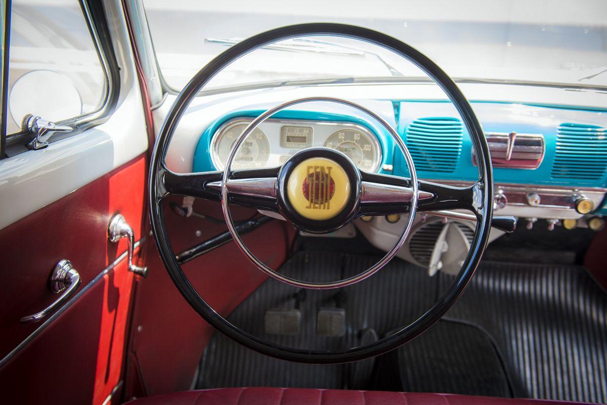 1301238_1950-SEAT-1400-steering-wheel_HQ