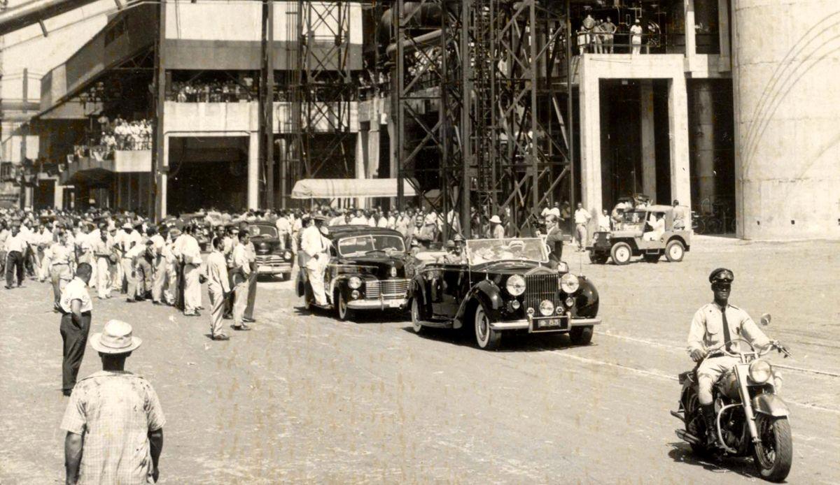 20.02.1954 - Arquivo - CA - Autom—veis presidenciais - Getœlio Vargas e o Rolls Royce