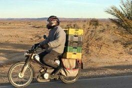 CA - 30/11/2018 - Os velhos ciclomotores mobilete de origem francesa s‹o um dos meios de transporte mais populares no Marrocos. Na imagem, uma MotobŽcane Mobylette 881 rumo ˆ cidade de Arfoud  -  Fotos de Jason Vogel