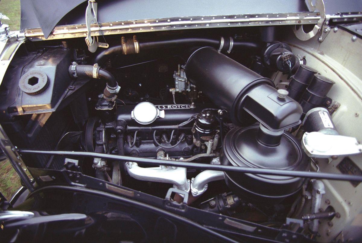 27.08.2001 - Marco Ant™nio Teixeira - CA EXCLUSIVO - Rolls Royce da Presidncia da Repœblica - 08718 - 2001082723231863