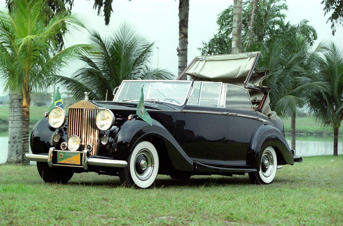 CA - Rio de Janeiro (RJ) - 27/08/2001 - Rolls Royce da Presidncia da Repœblica - Foto Marco Ant™nio Teixeira / Agncia O Globo - Negativo: 2001082723231863