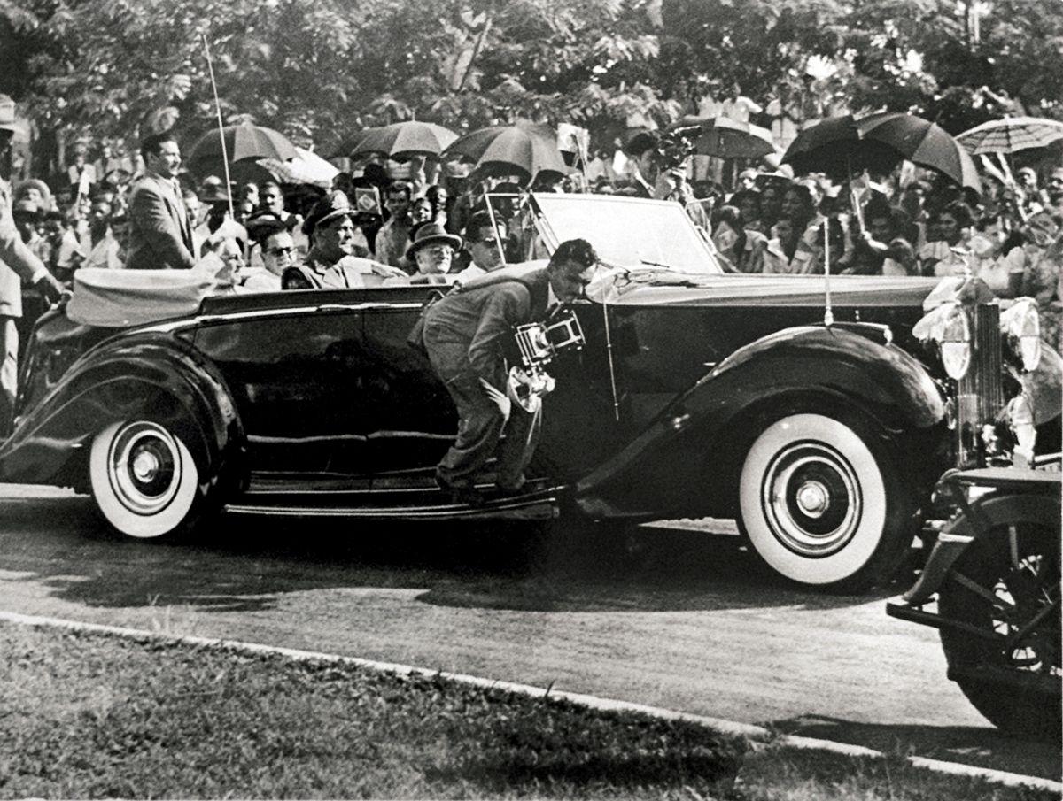 30.08.2001 - Reprodu‹o - Getœlio visita Volta Redonda em 1954 - Rolls Royce