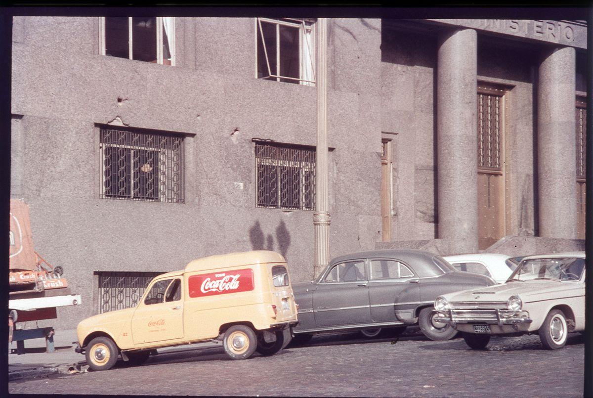 Ministerio Economia_Renault 4F_Argentina_edited-1