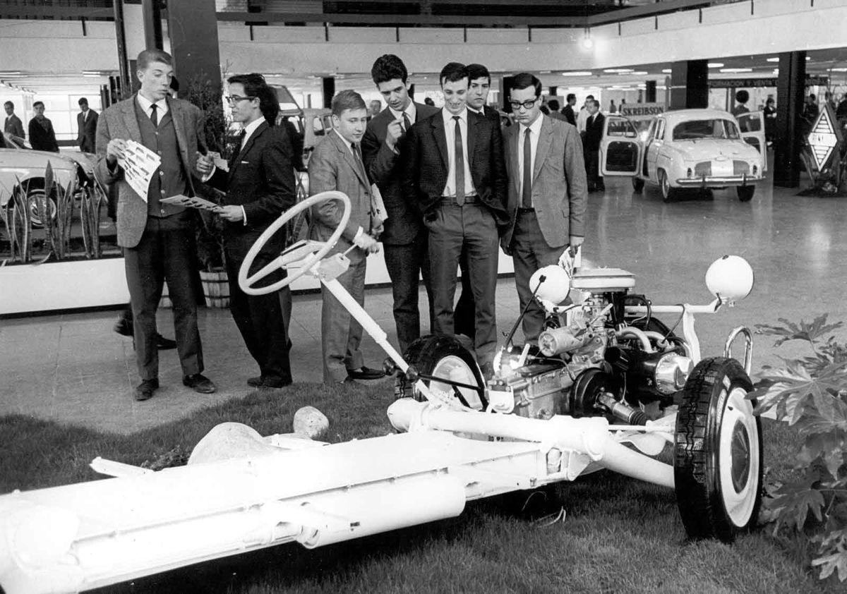 1966_salon_automovil_barcelona_chasis_citroen_2cv