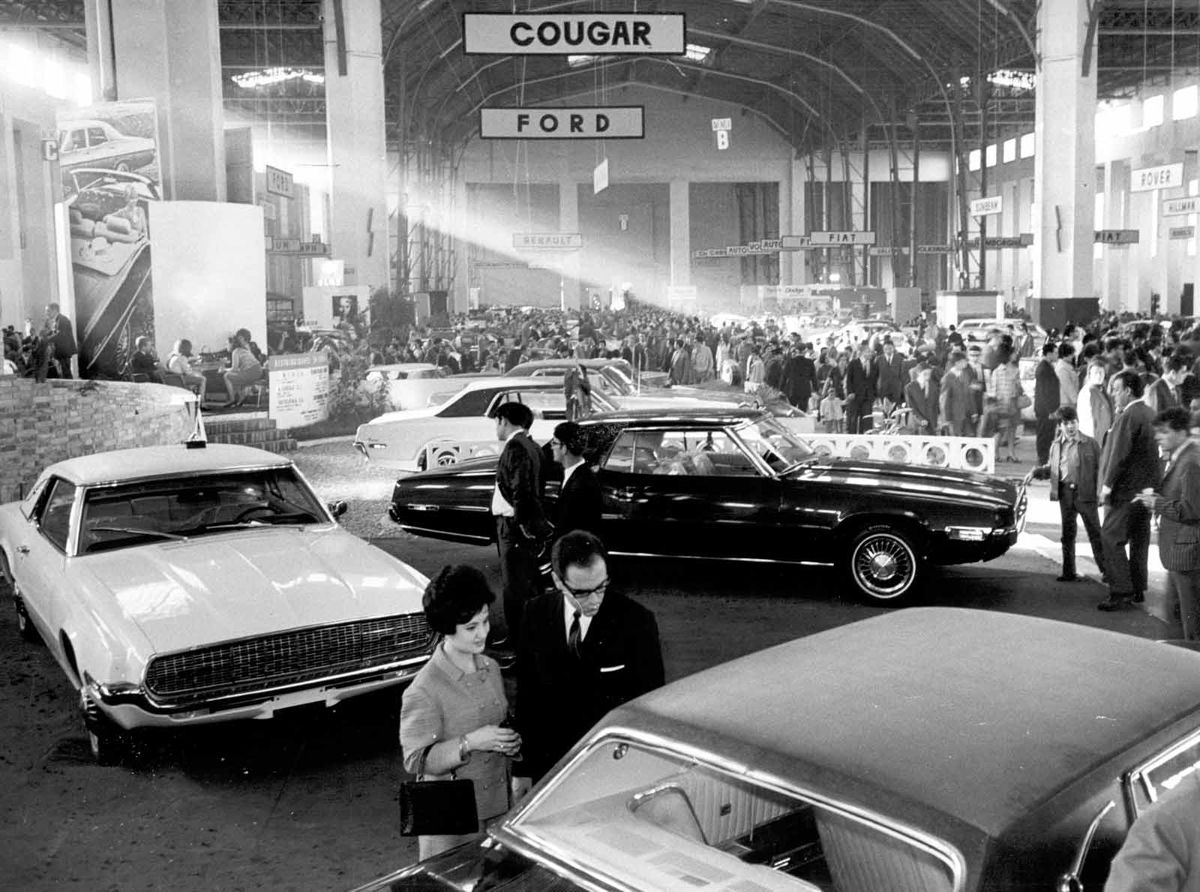 1968_salon_automovil_barcelona_estand-ford