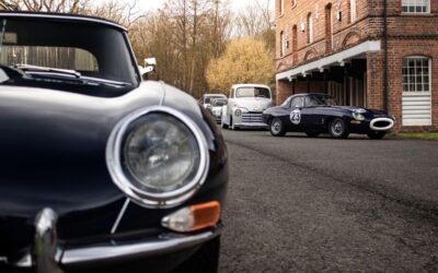 La propuesta es café, tortas y autos clásicos