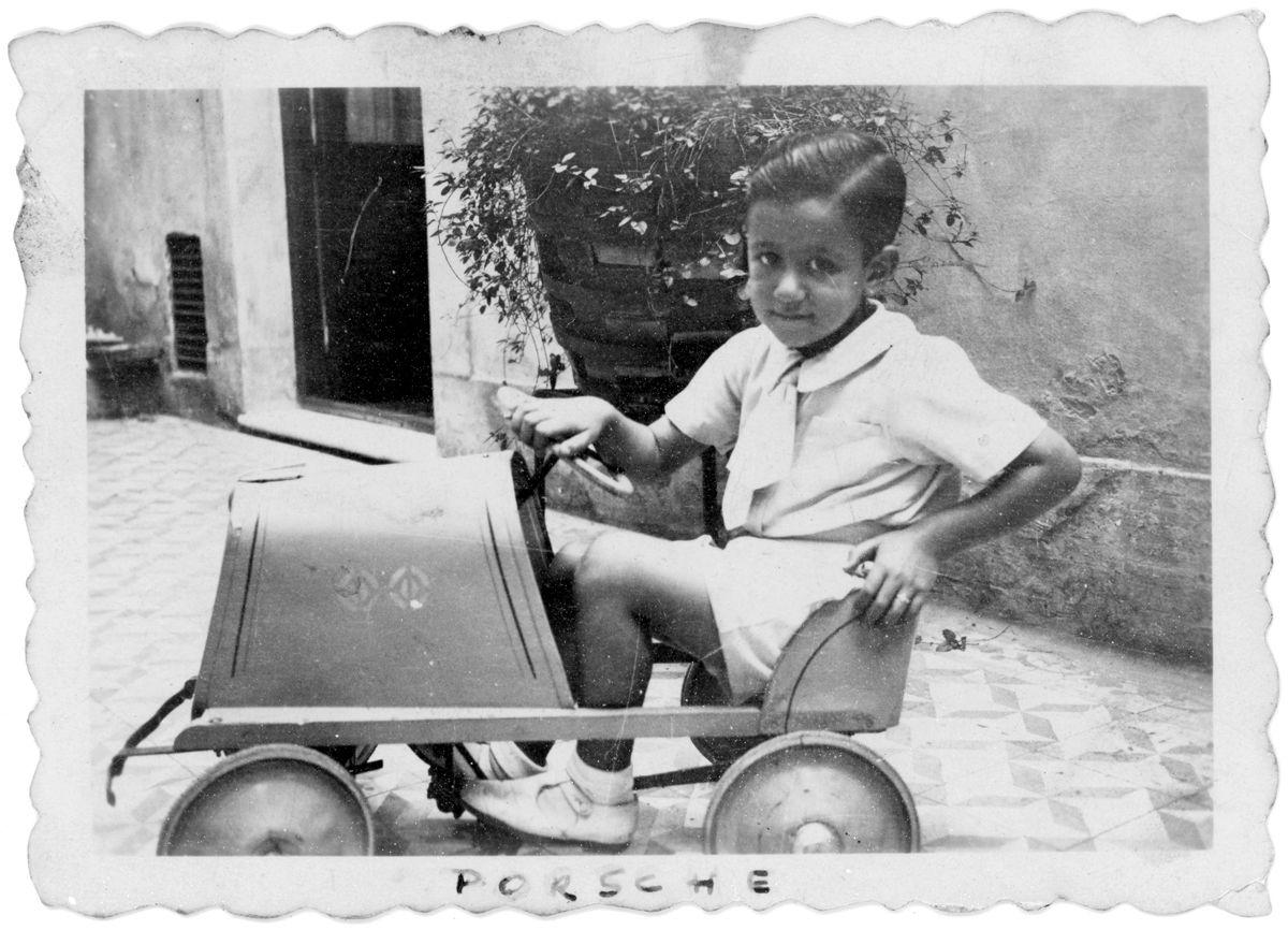 Horacio Speratti con auto a pedal_Argentina