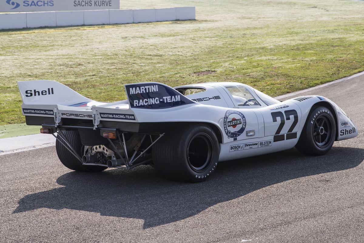 PORSCHE_En 1971, la cola corta de los 917K recibi¢ dos aletas de tibur¢n estabilizadoras, para alta velocidad