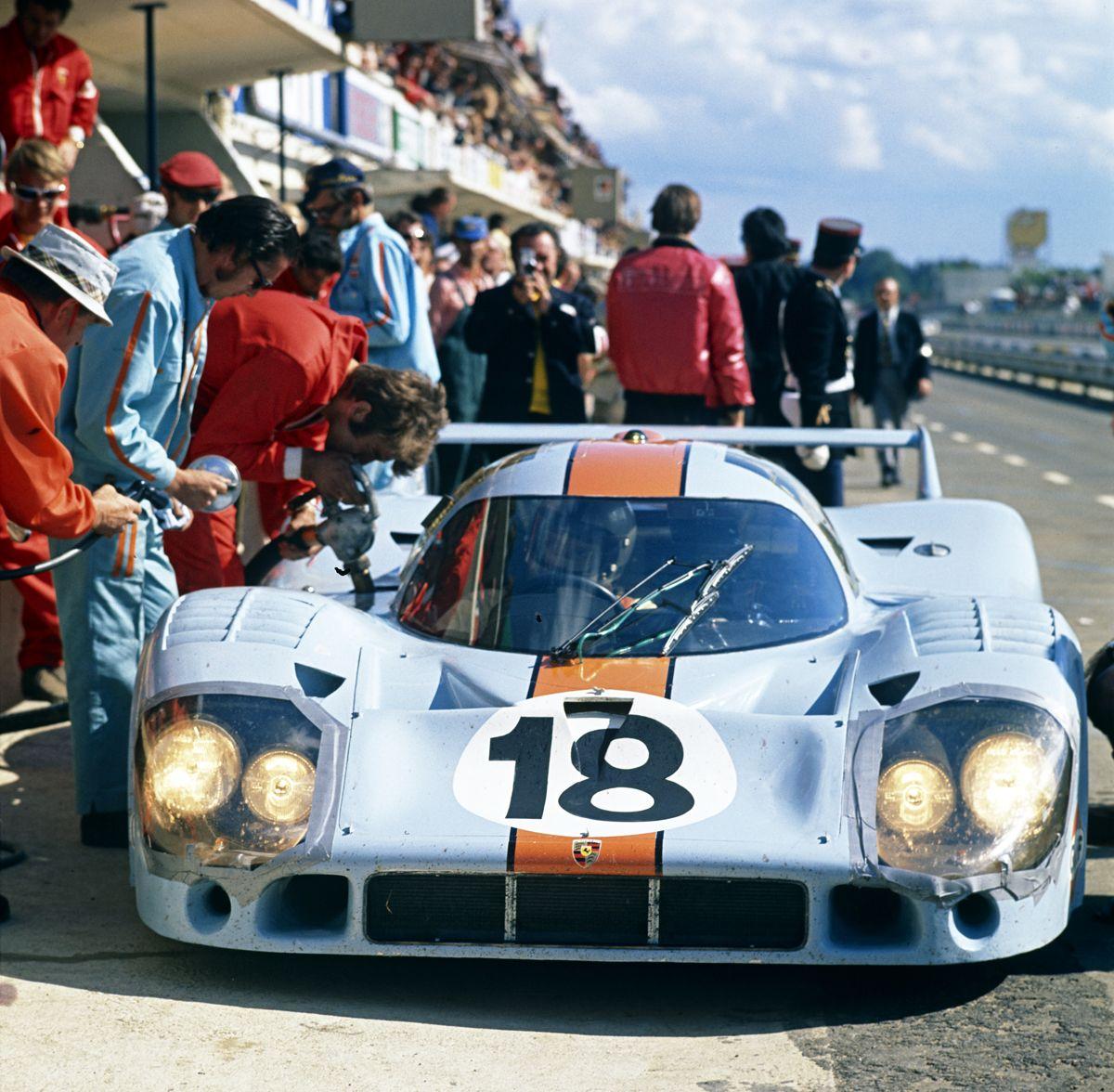 PORSCHE_S¢lo para Le Mans, los equipos Gulf y Martini emplearon la nueva carrocer°a cola larga en 1971