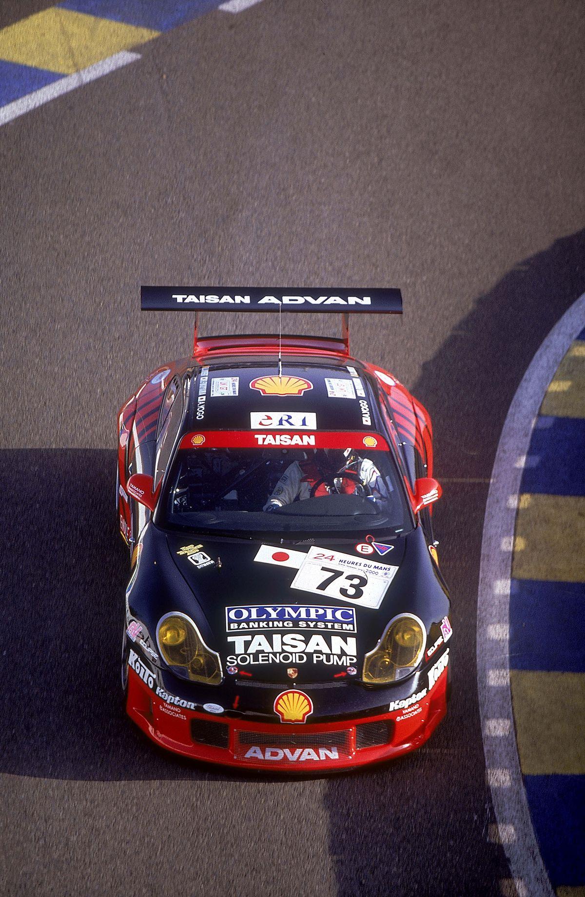 Porsche 911 GT3 R - Ganador de las 24 Horas de Le Mans en la clase GT en el 2000