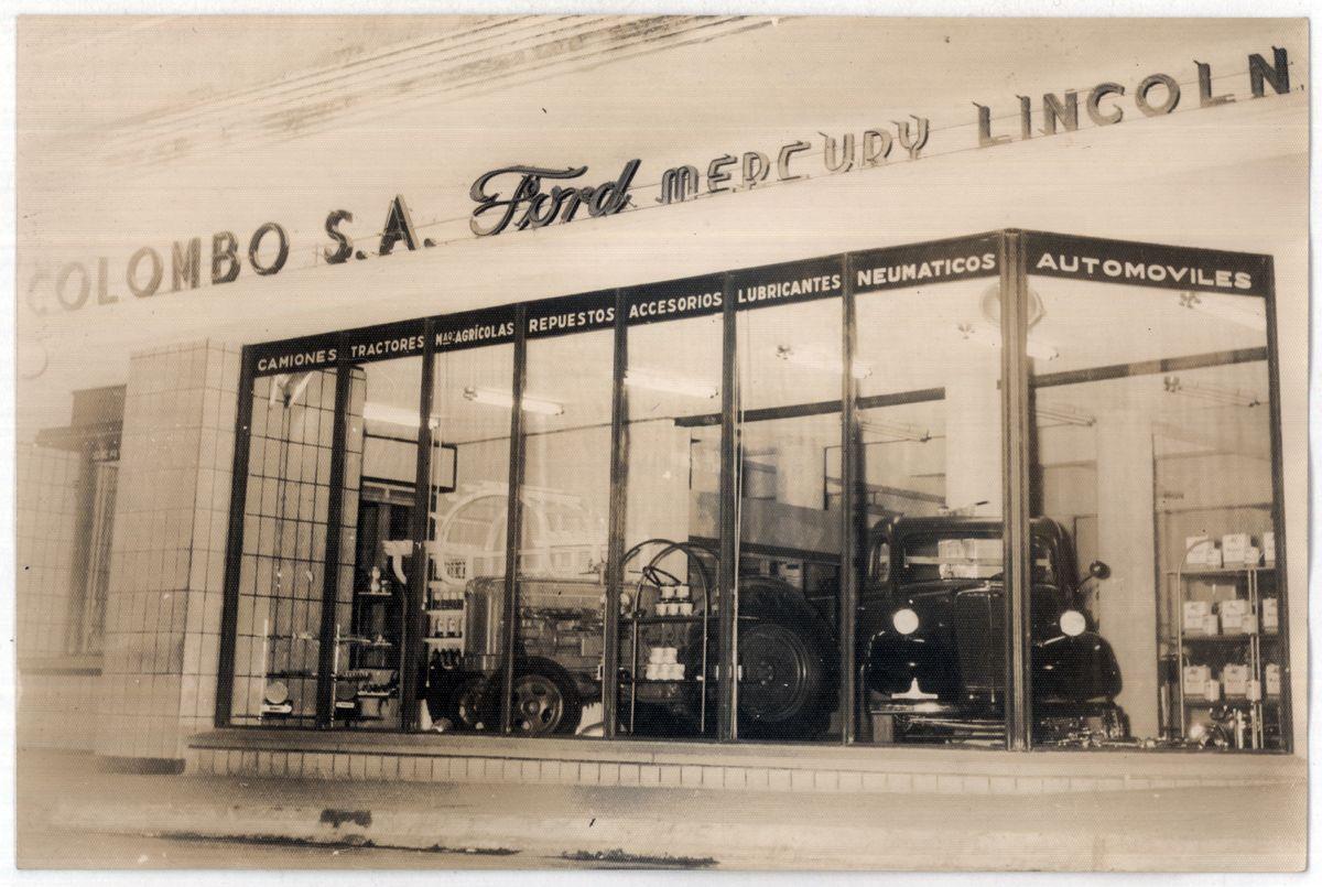 Uruguay_Paysandu_Agencia Ford vidriera Plottier, Pescetto, Colombo SA_1956