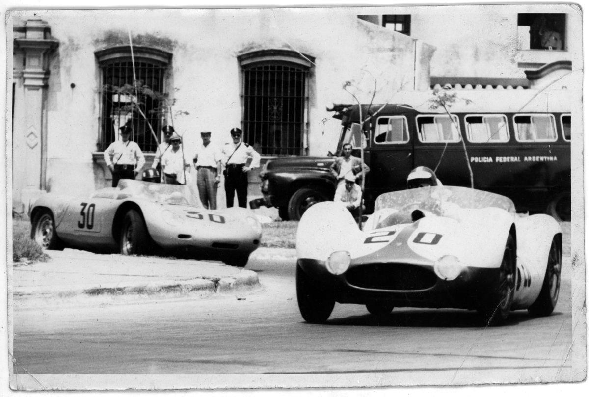 Maserati Bircage y Porsche_1000 KM Bs As_Argentina