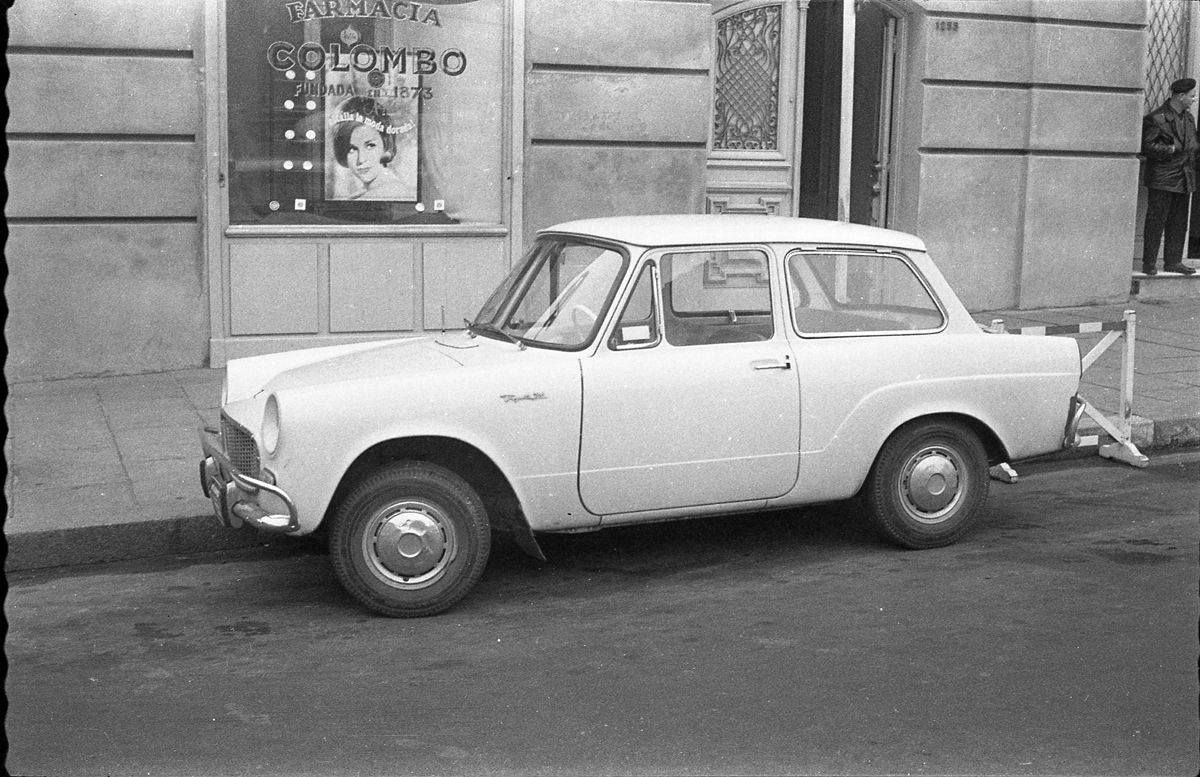 Toyota 700 frente a Farmacia Colombo_Uruguay