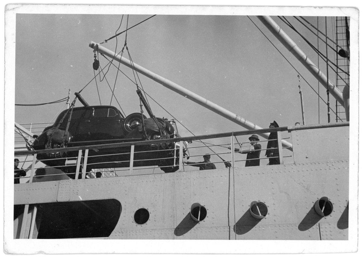Packard bajando del barco A