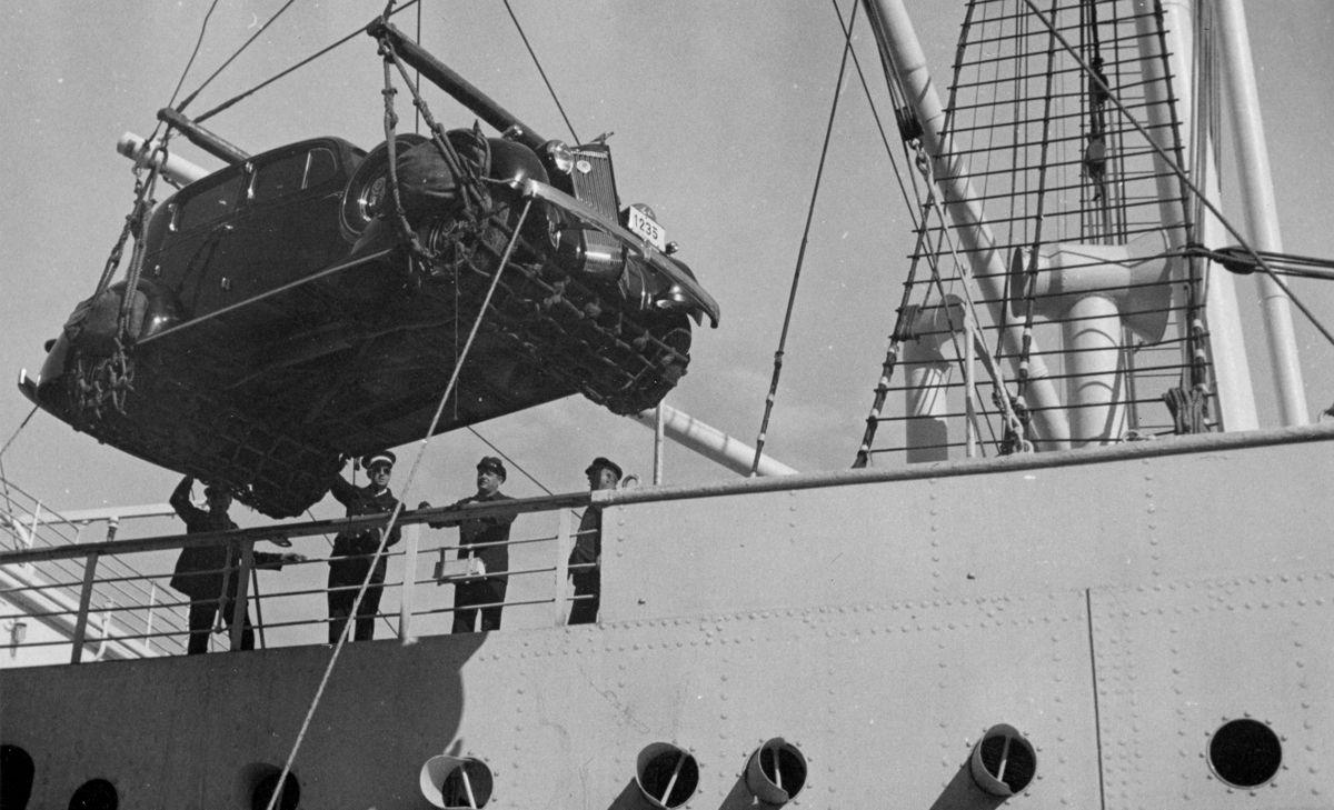 Packard bajando del barco B_slider