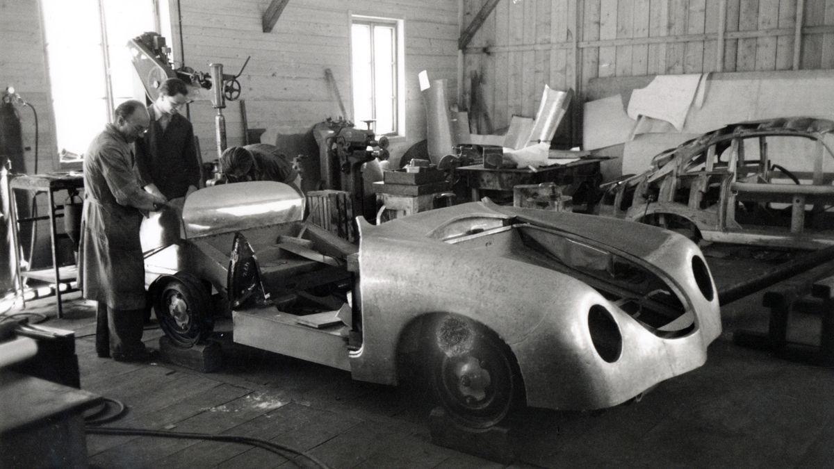 1858605_porsche_356_coupé_porsche_factory_side_gmuend_kaernten_1948_porsche_ag